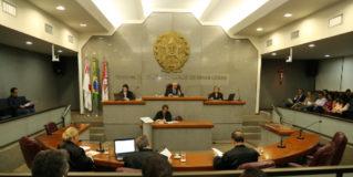 TCE-MG multa 13 prefeitos por atraso em relatórios da LRF