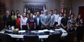 Universitários chineses visitam o TCE-AM para conhecer sobre auditorias ambientais
