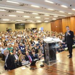 Presidente Fábio Nogueira profere palestra no 'Seminário Diálogos' do TCMGO