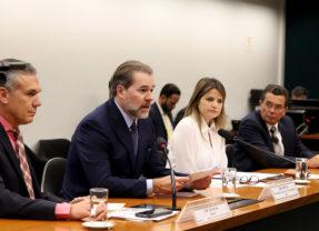 Dias Toffoli fala de obras inacabadas